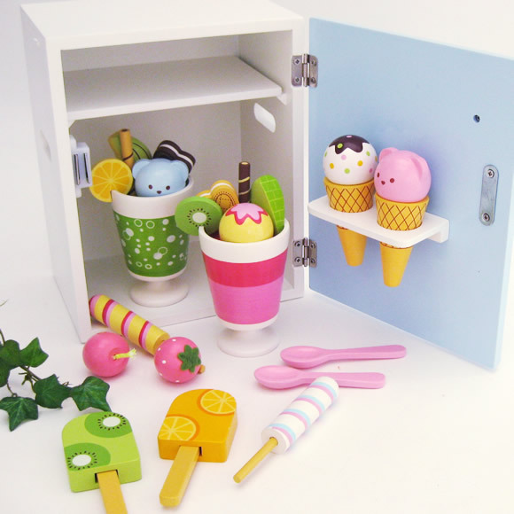 New Arrival Lotte Mother Garden Strawberry Ice Cream Refrigerator Wooden Toy Kids Education Set Most Por Gifts