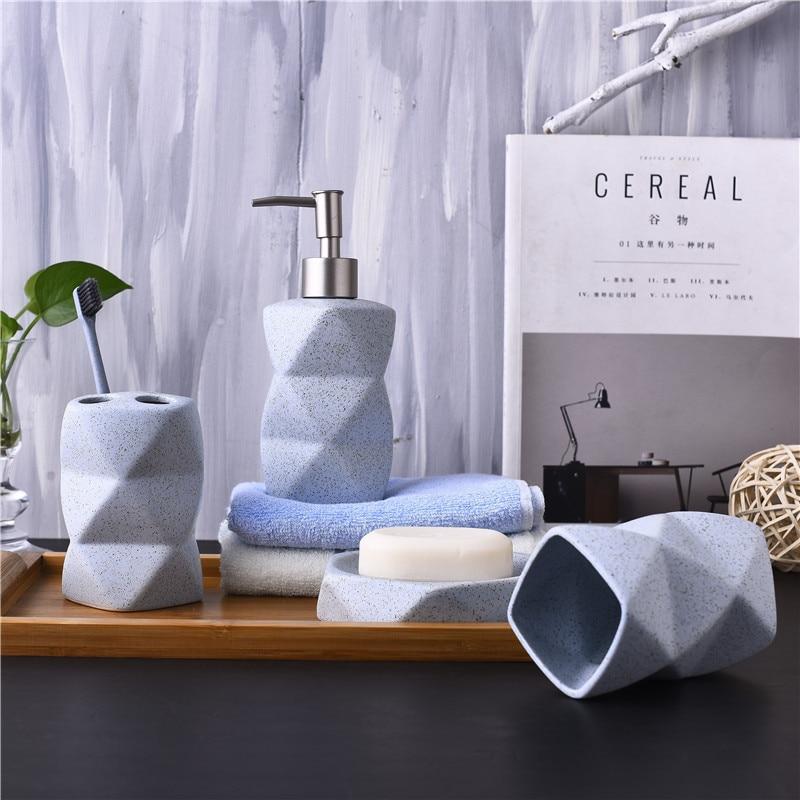 Nordic Стиль Ванная комната комплект Керамика жидкости Мыло диспенсер Зубная щётка держатель четырех частей Аксессуары для ванной комнаты Комплект