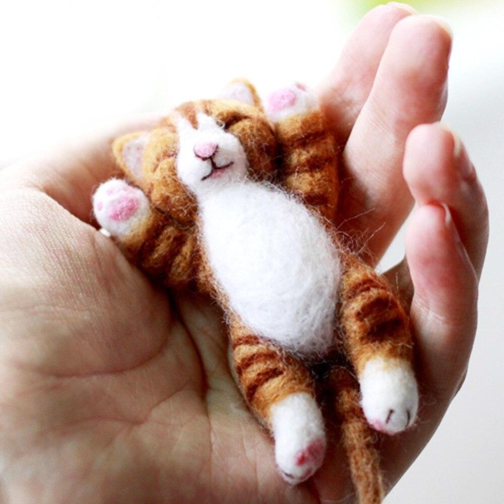 Feltsky Lazy Cat Needle Felting Kit Lying in Hand 10cm - Needles, Finger Guards, Black High-Density Foam Mat, InstructionsFeltsky Lazy Cat Needle Felting Kit Lying in Hand 10cm - Needles, Finger Guards, Black High-Density Foam Mat, Instructions