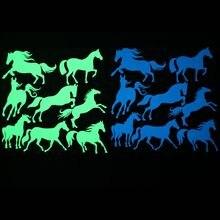 8 piezas de caballos brillan en la pared oscura pegatina de dibujos animados Animal luminoso pegatina niños habitación decoración pegatinas hogar Decoración teléfono calcomanías