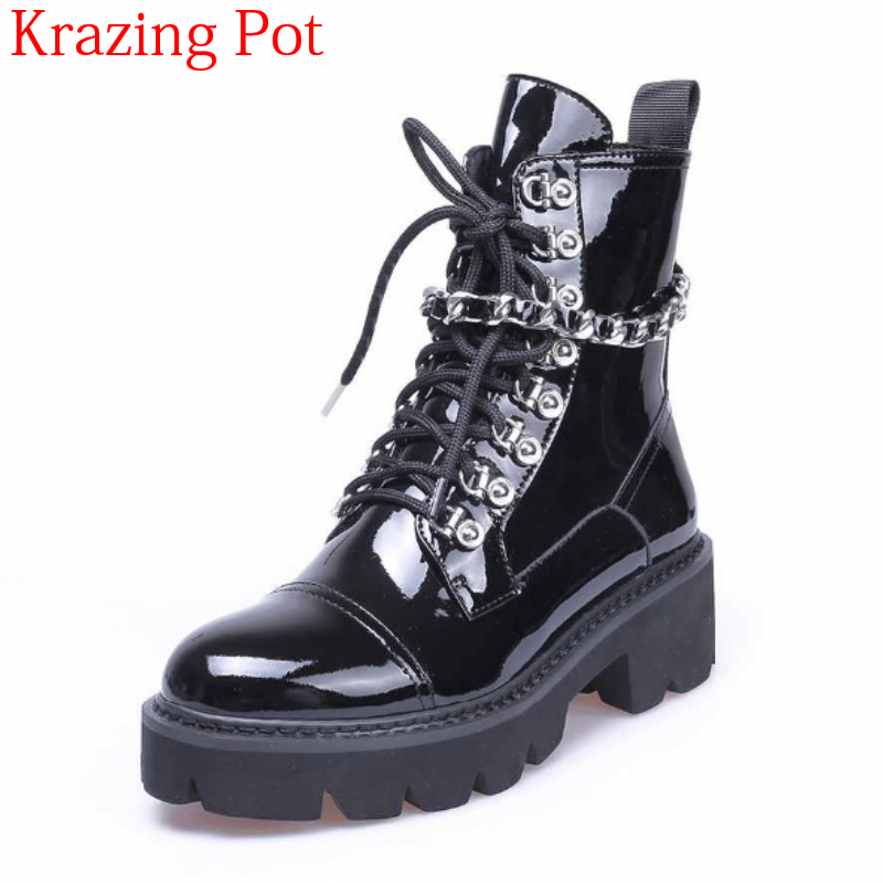 2018 Superstar Square Heel Handsome Luxury Pretty Motorcycle Boots Rivets Metal Chains Round Toe Winter Women Ankle Boots L88 new arrival genuine leather rivets thick heel round toe metal decoration women ankle boots handsome motorcycle winter boots l50