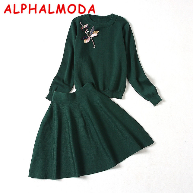 [ALPHALMODA] Phụ Nữ của Mùa Đông Dệt Kim Váy Áo Len 2 cái Phù Hợp Với Dài tay Pha Lê Dragonfly Duyên Dáng Bộ Váy