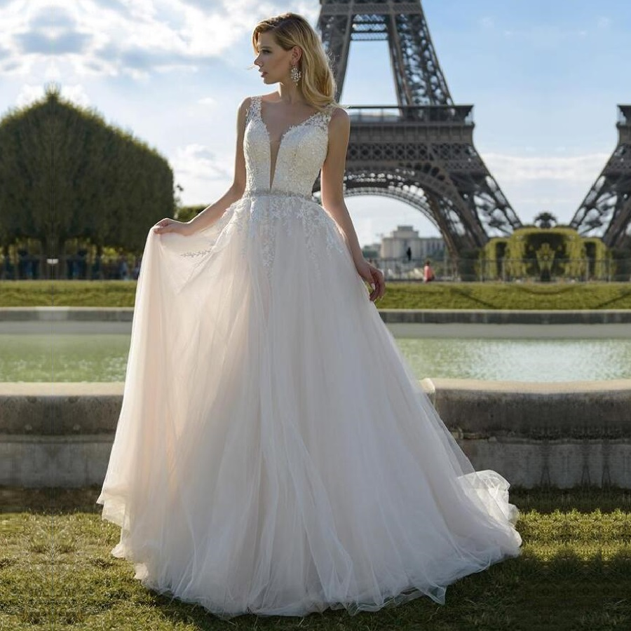 Gorgeous Tulle V Neck Wedding Dresses Lace Appliques With Rhinestones Belt Bride Dress Vestidos De Festa Wedding Gown