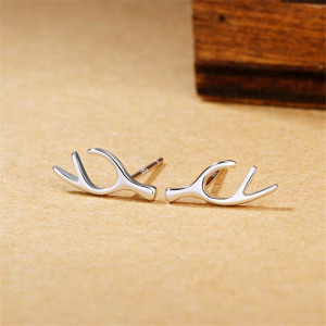 New Arrival Creative 925 Sterling Silver Jewelry Personality Fashion Leaves Simple Compact Deer Antlers Female Earrings SE123