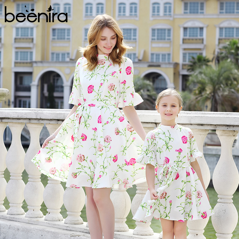 цена 2017Autumn Beenira Family Matching Outfits Mother Or Daughter Floral Dress Half Sleeve Party Dress Beach Knee Length Girls Dress