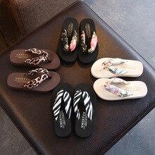 Пляжные сандалии на танкетке с цветочным рисунком; Вьетнамки; suummer shose для женщин и девушек