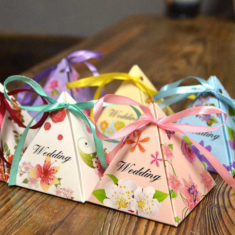 100pca / pack Sladká láska Svatební Candy papírové tašky Malé dárkové Candy krabice Svatební strana Favor s stuhou dekor
