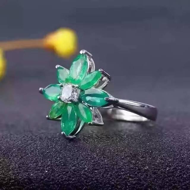 7bfe73f553b6 Natural verde esmeralda Anillo Anillo de piedras preciosas Naturales S925  plata esterlina de moda Elegante flores