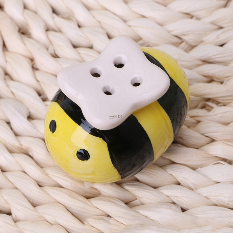 Ceramic Salt Pepper Shaker Flying Bee Style Seasoning Pot Cooking Tableware Salt Pepper Cumin Powder Box Tool Mar
