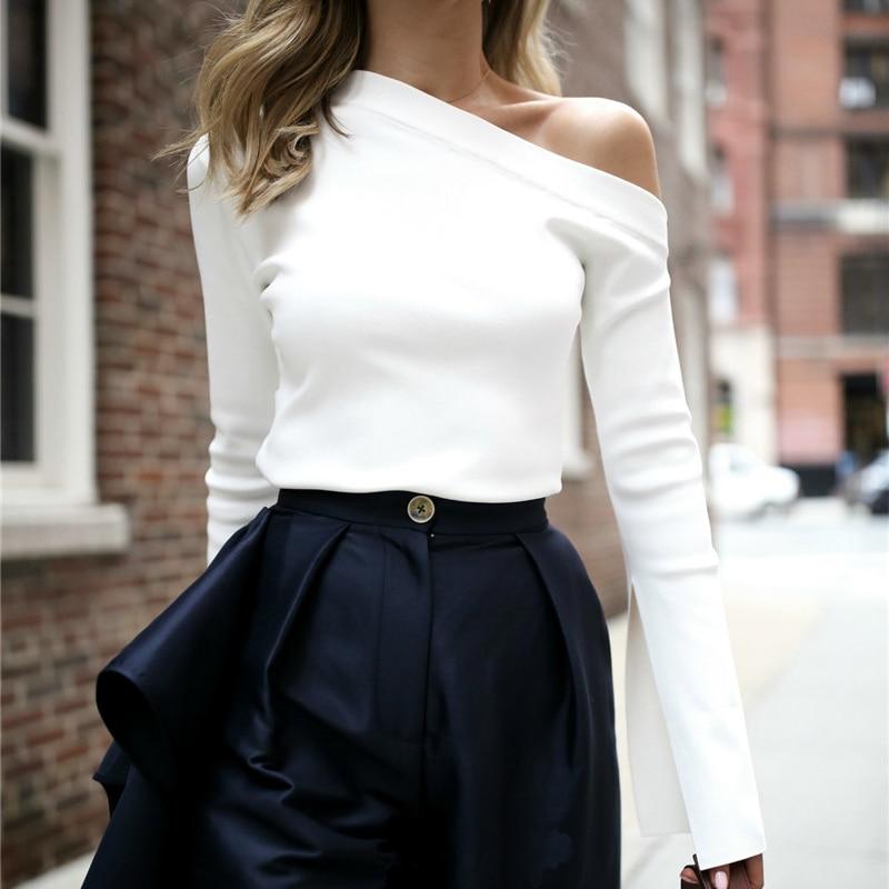 TWOTWINSTYLE mujer blanca camiseta hombro cuello barra Sexy Split mujeres de manga larga Camisetas de ropa coreana tamaños grandes
