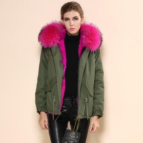 legergroene jas met roze bontkraag