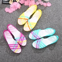 2019 summer new flat hole shoes female beach jelly sandals comfortable generous simple rainbow plastic sandals female summer