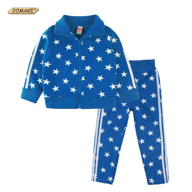 Venta al por menor 2 unidades jomake 2017 fashion brand niños ropa de los niños juego de los deportes ocasionales niños/niñas estrellas impresa completa sistema de la ropa