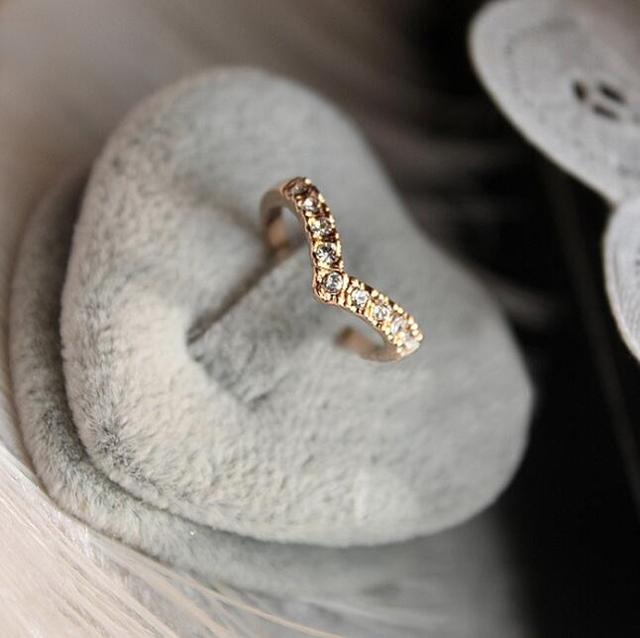 Unique Design Concise Simple Style Rhinestone Crystal V-shaped Tail Ring 8CRD23-