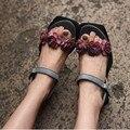 2016 новое прибытие натуральной кожи ручной работы сандалии женщин старинные цветок плоским женская обувь личности повседневная обувь 9170-10