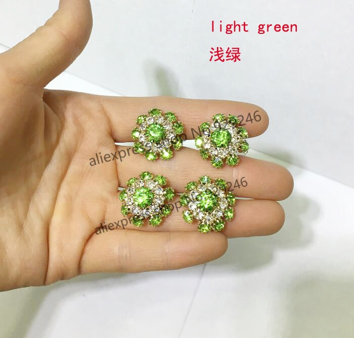 light kavels brilliant entourage green ring diamonds sapphire and gold with white cut