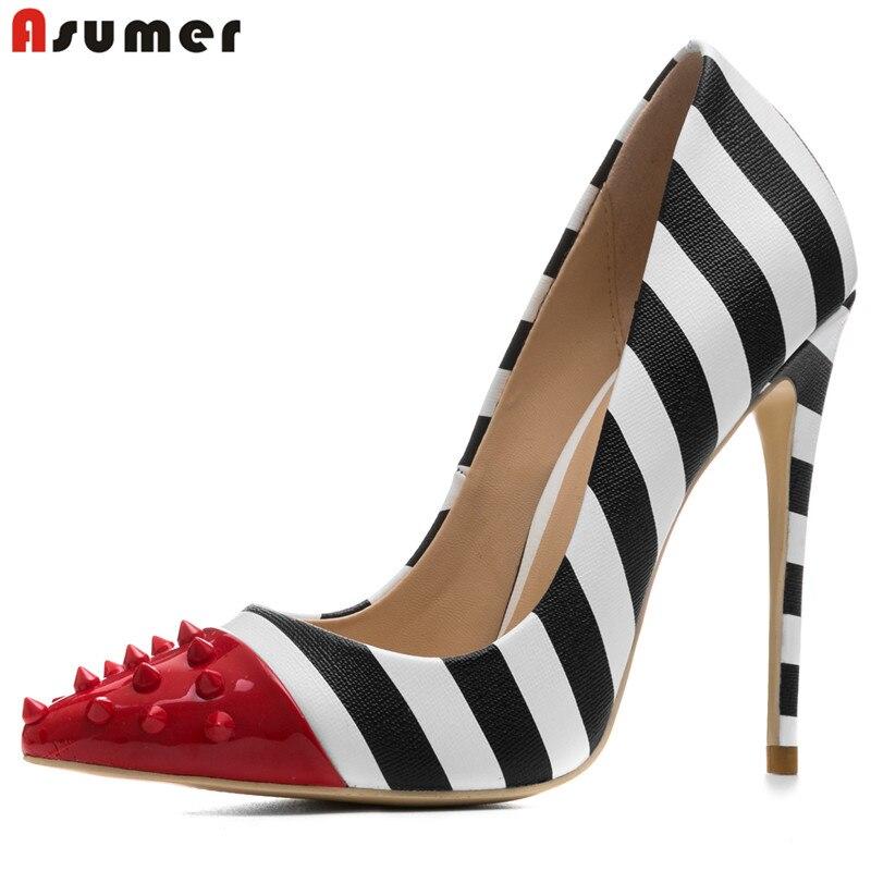 Asumer/Большой Размер 33–44 2018 г. новые модные с острым носком Насосы женская обувь смешанных цветов с заклепками пикантная Свадебная обувь для ...