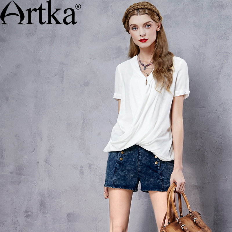 ARTKA femmes été nouveau blanc all-match chemise Vintage col en v manches courtes comfortable irrégulière ourlet chemise SA12661C