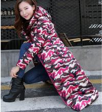 2015 новый! Мода зимняя куртка женщин гусиный пух тонкий добавить длинные капюшоном камуфляж пуховик vestidos женщины