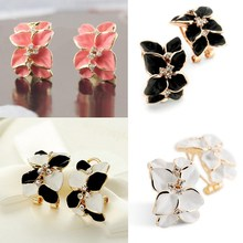New korean style Elegant cute Alloy Rhinestone gold Plated stud earrings flower wholesale Gift black