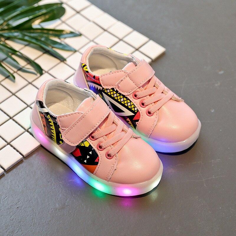 2017 Nouveaux Enfants De Mode Chaussures LED Lumière Chaussures Enfants Sneaker Chaussures Lumière Ailes USB Enfants de Sneakers Gros