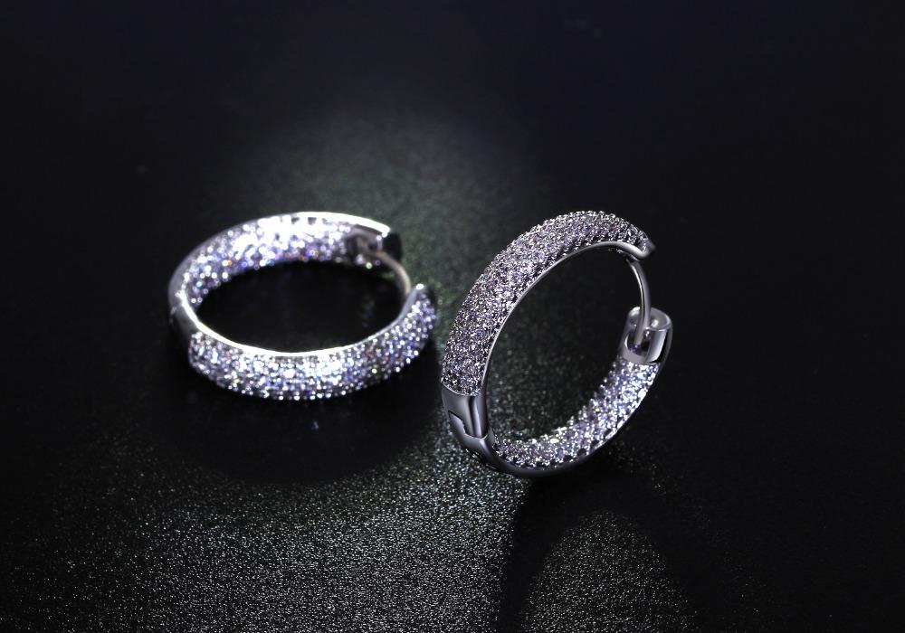Women hoop Earrings (1)