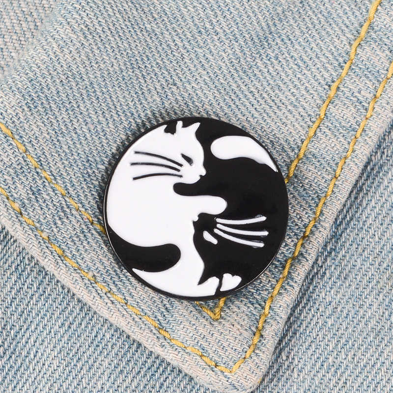 Enamel Pin Yin Yang Kucing Kerangka Kucing Overthink Hantu Ghostbusters Hantu Jahat Pin Lencana Hewan Bros untuk Wanita Pria Unisex
