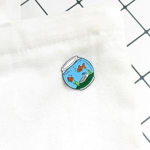 Zima nowy nabytek złota rybka miska w łóżku rybnym i chwastów kształt broszka słodkie i romantyczne szpilki w stylu Tredy prezent dla przyjaciela