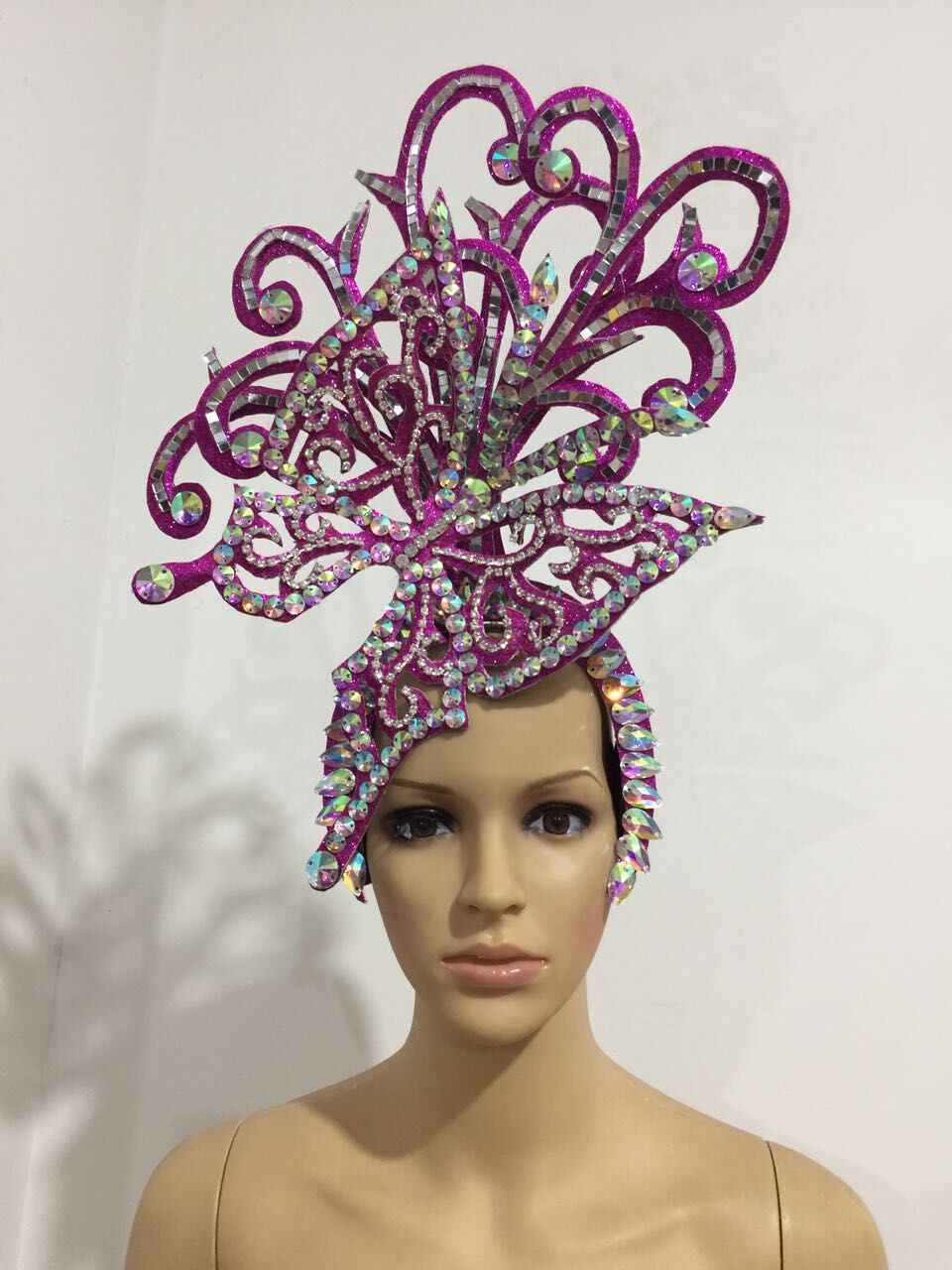 Latin dance Samba accessories Fashion exquisite headdress feathers Delicate  dance shows accessories Samba clothing 2b0f92cc9fed