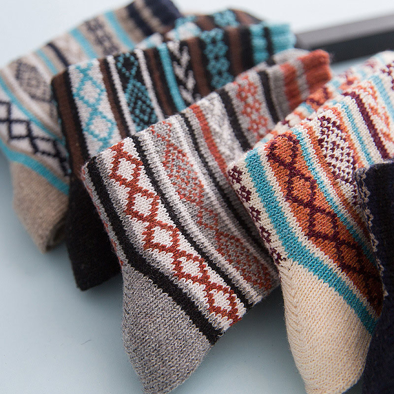 Thick Winter Socks in Geometric Pattern 5