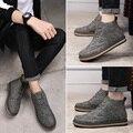 Venta caliente Hombres de Invierno Gris Inglaterra brogue Botas de Cuero Del Tobillo botas Zapatos Calientes Hombres Botas de Cuero Aumento de la Altura de Tallar arriba