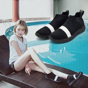 Image 3 - Zapatos de fondo suave para mujer, zapatillas de deporte transpirables de malla antideslizantes informales a la moda