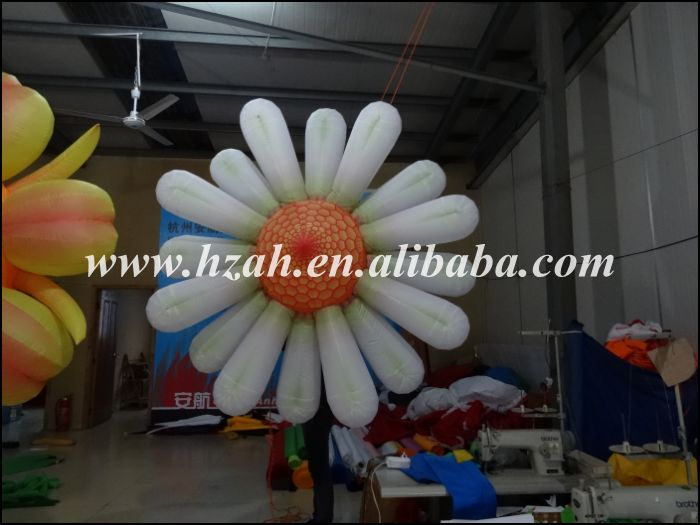 купить Wedding Decoration Artificial Flower White Inflatable Daisy Flowers Hanging Ceiling Decoration по цене 11899.56 рублей