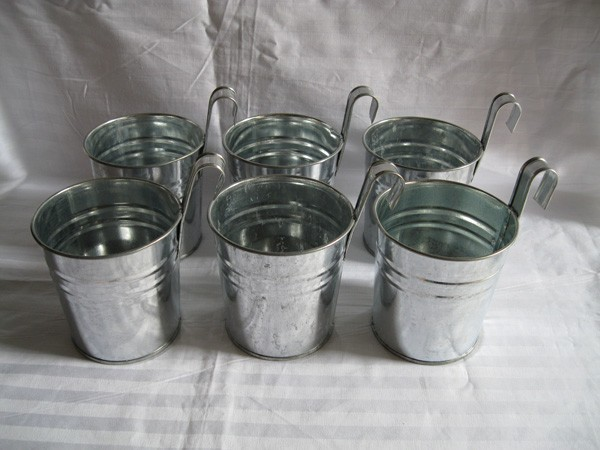 Good The Color Of The Silver Metal Plant Flower Pot Tin Box Holding Wedding  Hanging Barrels