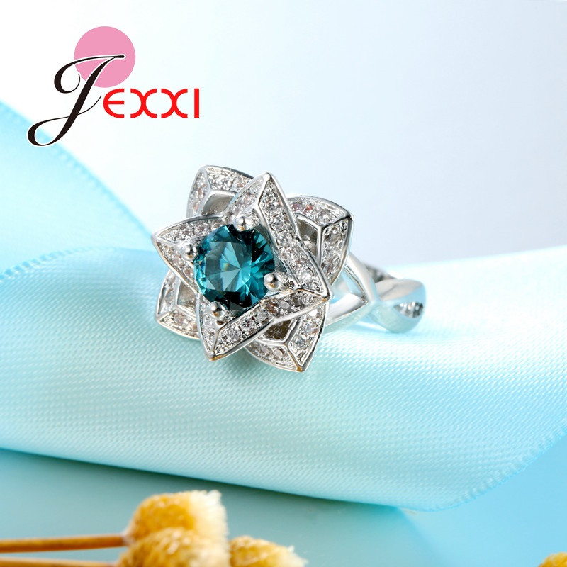 Elegant Wedding Ring with Crystal Color