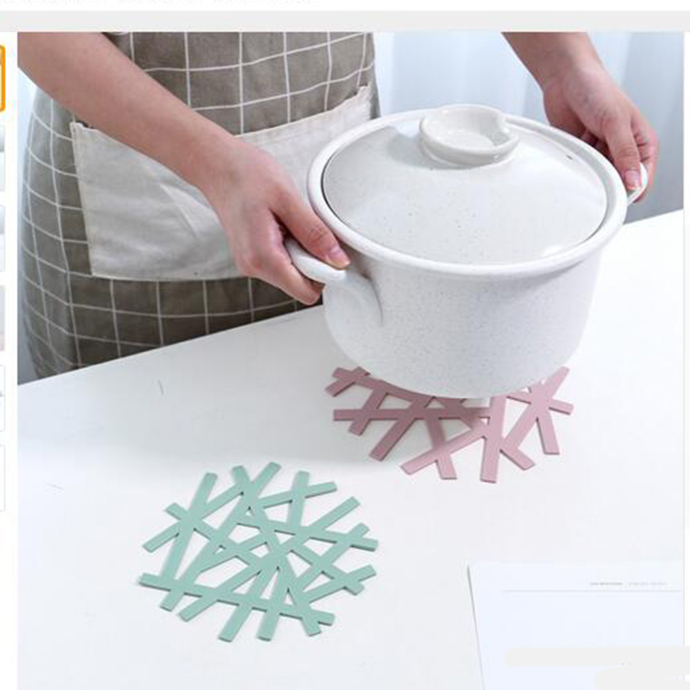 1 PCS KECTTIO Hot Sale 3 Color Table Placemat Heat-resistant Mat For Dining Table Snowflake Shape Table Decoration Supplies