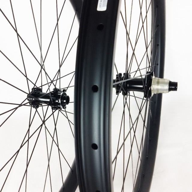 Souper léger et solide et rigide carbone 27.5er VTT DH paire de roues 40mm largeur pneu sans crochet Tubeless compatible pour Down hill