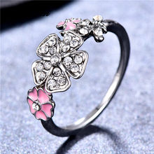 b9abafad22f JUNXIN Charme Clover Anéis Para As Mulheres 925 de Prata Cheia de Esmalte  Rosa Branca Planta Flor de Cristal de Zircão Anel Femi.