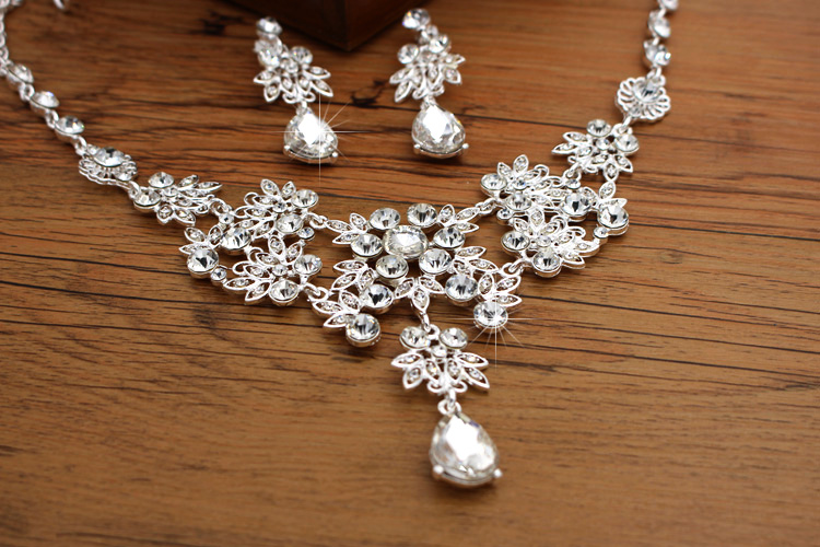 Crown famous brand 3 pieces Headwear + earrings + necklace bride  Crystal Crown headdress jewelry sets Korean wedding girlfriend gift (3)