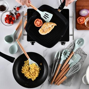 Silikonowe naczynia kuchenne drewniany uchwyt silikonowa szpatułka szczypce chochla Turners Whisk Nonstick naczynia do pieczenia gadżety do gotowania tanie i dobre opinie Tokarstwo Kitchen Utensils Ce ue Lfgb Ekologiczne YIBO Silicone Kitchen Utensils patula Cookware Tongs Soup Ladle Cooking Gadgets