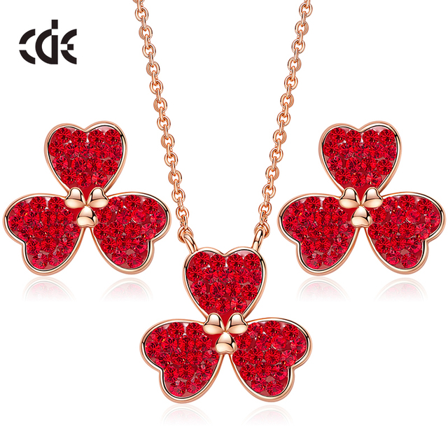 Ensemble de bijoux pour femmes CDE orné de cristaux de Swarovski ensemble de boucles d'oreilles collier pendentif coeur trèfle boucle d'oreille