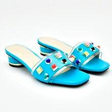 f809868b5f02b الأزرق مريحة الصيف أحذية النعال لسيدة الحياة اليومية كعب منخفض 1.7 بوصة  أحذية مفتوحة المرأة مع الأحجار الملونة SS004-5