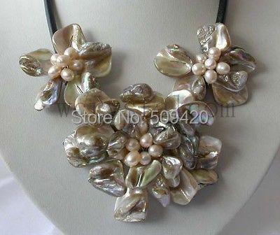 f1d7b6f6340e W   o653  real de perlas cultivadas con encanto blanco Conchas flor collar  de cuero