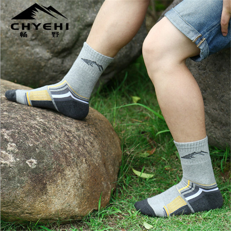 Men Sports Socks 3 Pairs lot CHYEHI W003 Cotton Quick Dry Outdoor Climbing Hiking Socks in Hiking Socks from Sports Entertainment