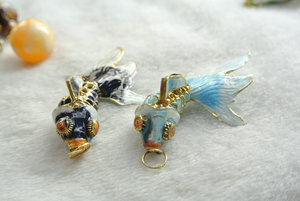 Image 2 - 5pcs Colors Chinese Enamel Goldfish As Real Fish Wiggling Blue Black Pink Red Brown Fish Charms