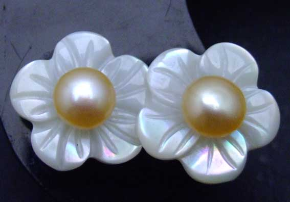 SALE Big 14mm Shell fleuret and 5-6mm Pink pearl Earringse with Stering Silver 925 stud-ear207
