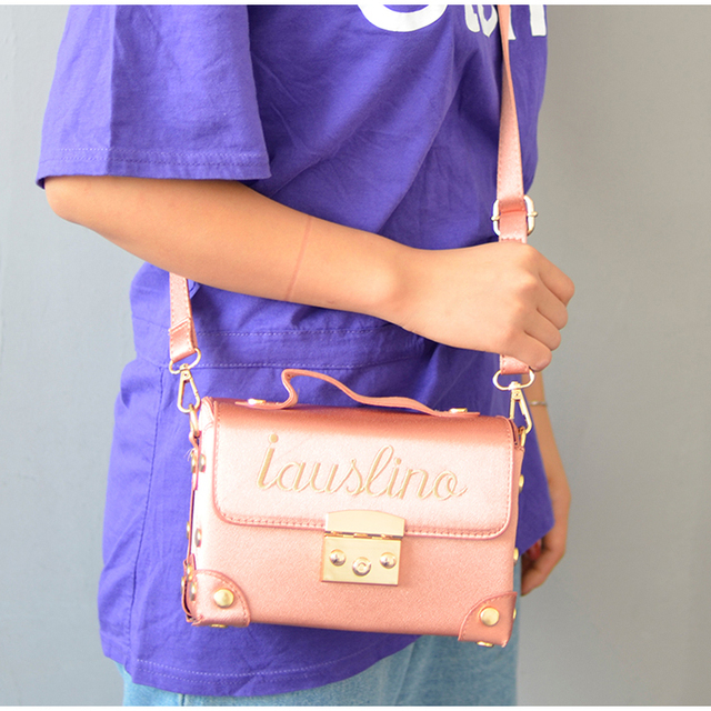Whole 2017 Women S Messenger Bags Embroidery Hand Fashion Package Lock Small Box Bag All