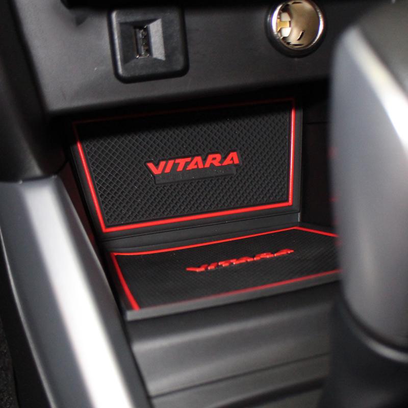 Prix pour Voiture-Style Latex Voiture-Couvre Non-Slip Autocollant Intérieur Porte Pad Tasse Couverture Porte Fente Tapis Décoration pour Suzuki VITARA 2016
