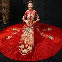 Qipao Cheongsam แขนยาวสีแดงจีนแบบดั้งเดิมชุดแต่งงานปักนกยูง ชุดราตรีจีนเจ้าสาวประเพณี