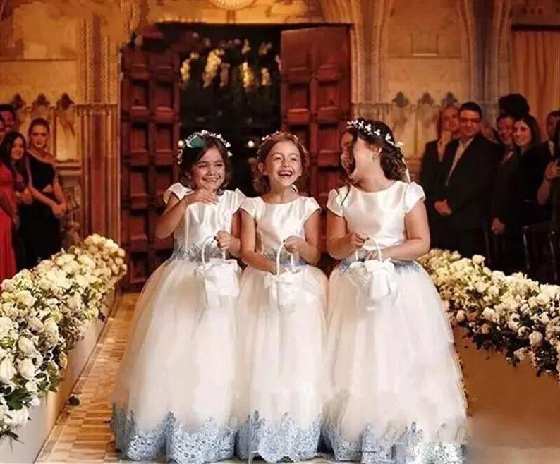 Lovely 2018 Flower Girls Dresses For Weddings Cap Sleeves First Communion Dress with Bow Sash Appliques Girls Pageant Dress цена 2017